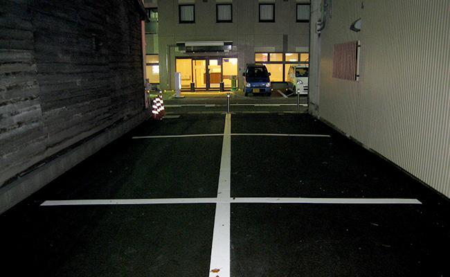 ホテル向かいの駐車場