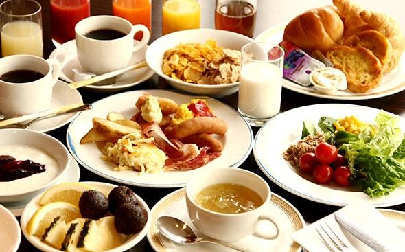 バラエティーにとんだ和洋朝食バイキング